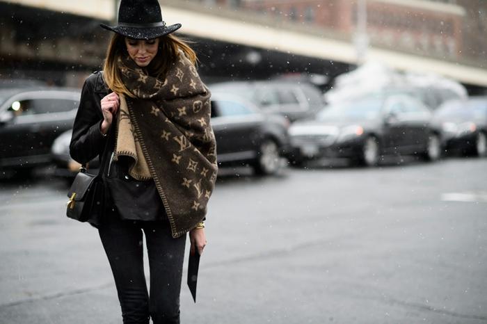 1-new-york-fashion-week-tendances-automne-hiver-2014-2015-foullard-luis-vuiton-resized