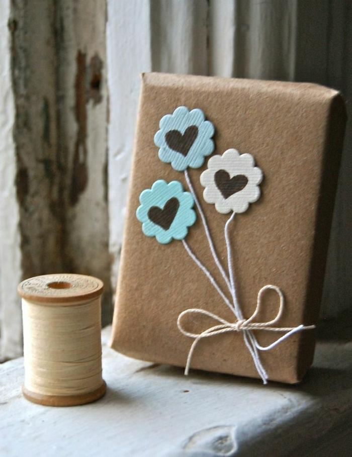 1-papier-cadeau-original-decoration-pour-cadeau-avec-papier-beige-et-fleurs