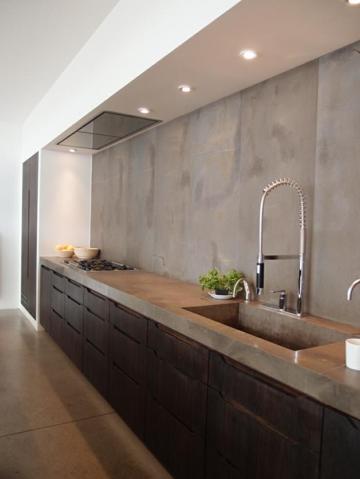 1-relooker-sa-cuisine-mur-en-beton-cire-gris-une-jolie-cuisine-meubles-de-cuisine-modernes