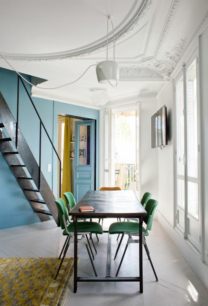 1-salle-à-manger-complète-conforama-avec-tapis-jaune-et-chaises-colorés-murs-blancs