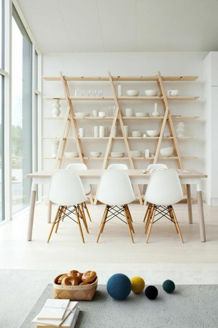1-salle-à-manger-complète-conforama-pas-cher-avec-chaises-plastiques-blanches-et-decoration-murale