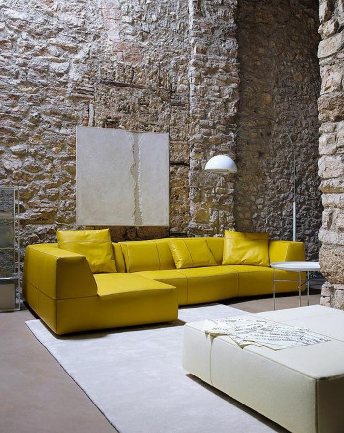 Le mur en pierre apparente en 57 photos - Salon mur jaune ...