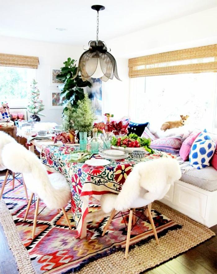 1-salon-marocain-moderne-avec-coussins-colorés-meubles-marocains
