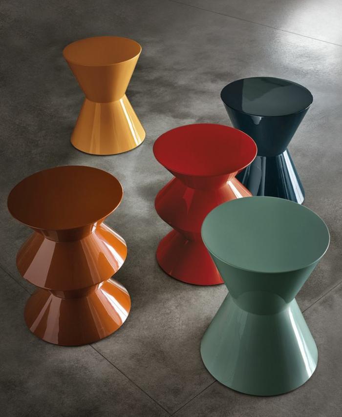 1-tabouret-tam-tam-colorée-une-jolie-tabouret-plastique-colorée-pour-votre-intérieur