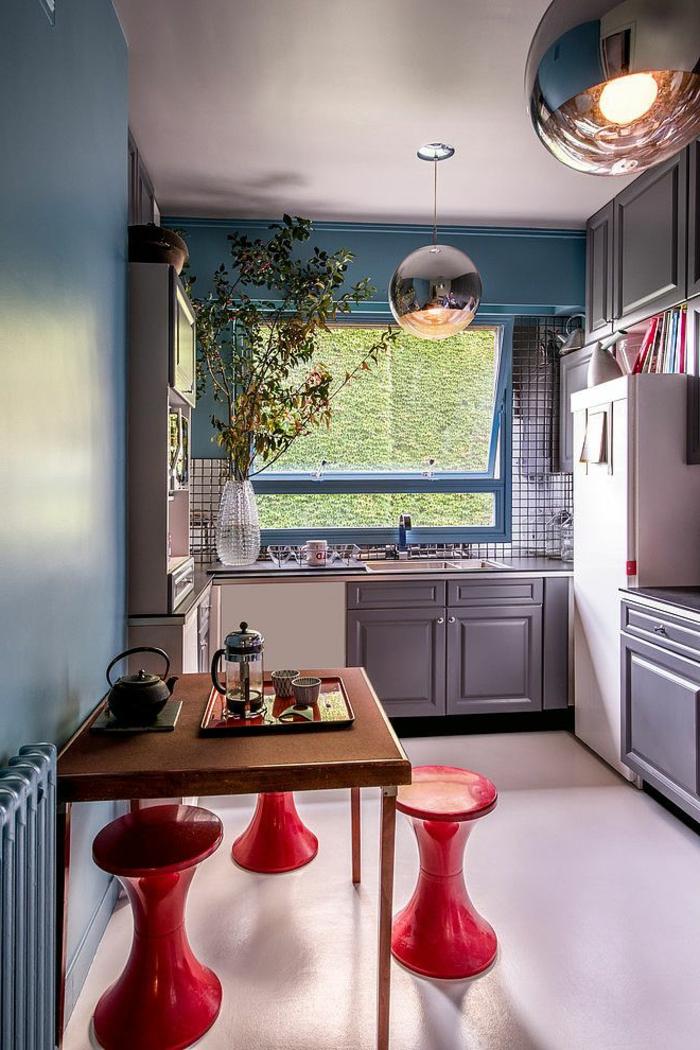 1-une-jolie-cuisine-de-luxe-avec-tabouret-tam-tam-pas-cher-rouge-pour-la-cuisine-moderne