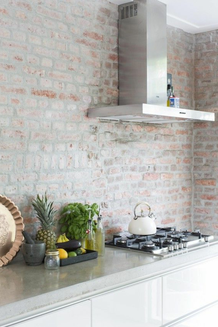 1-v33-rénovation-cuisine-avec-mur-de-briques-rouges-et-mur-retro-ancien-decoration