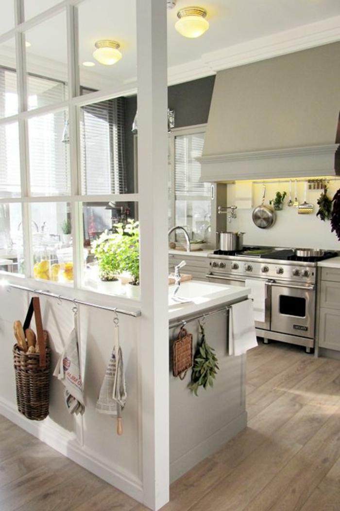 La verri re d int rieur une vraie tendance en 40 images - Cuisine avec sol parquet ...