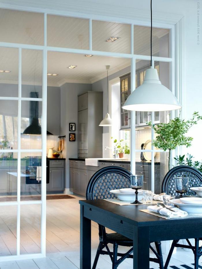 1-verrière-loft-dans-la-cuisine-modenre-avec-verrière-d-interieur-table-de-cuisine-en-bois