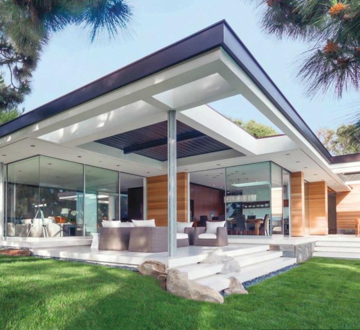 1-verrière-loft-pour-la-maison-moderne-de-luxe-avec-une-pelouse-verte-decoration-exterieur