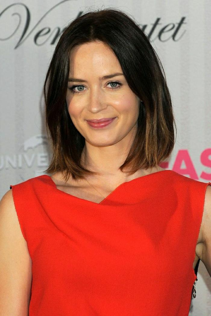 2-1-coupe-de-cheveux-mi-long-femme-2015-yeux-bleus-levres-roses-beaux-yeux-bleus