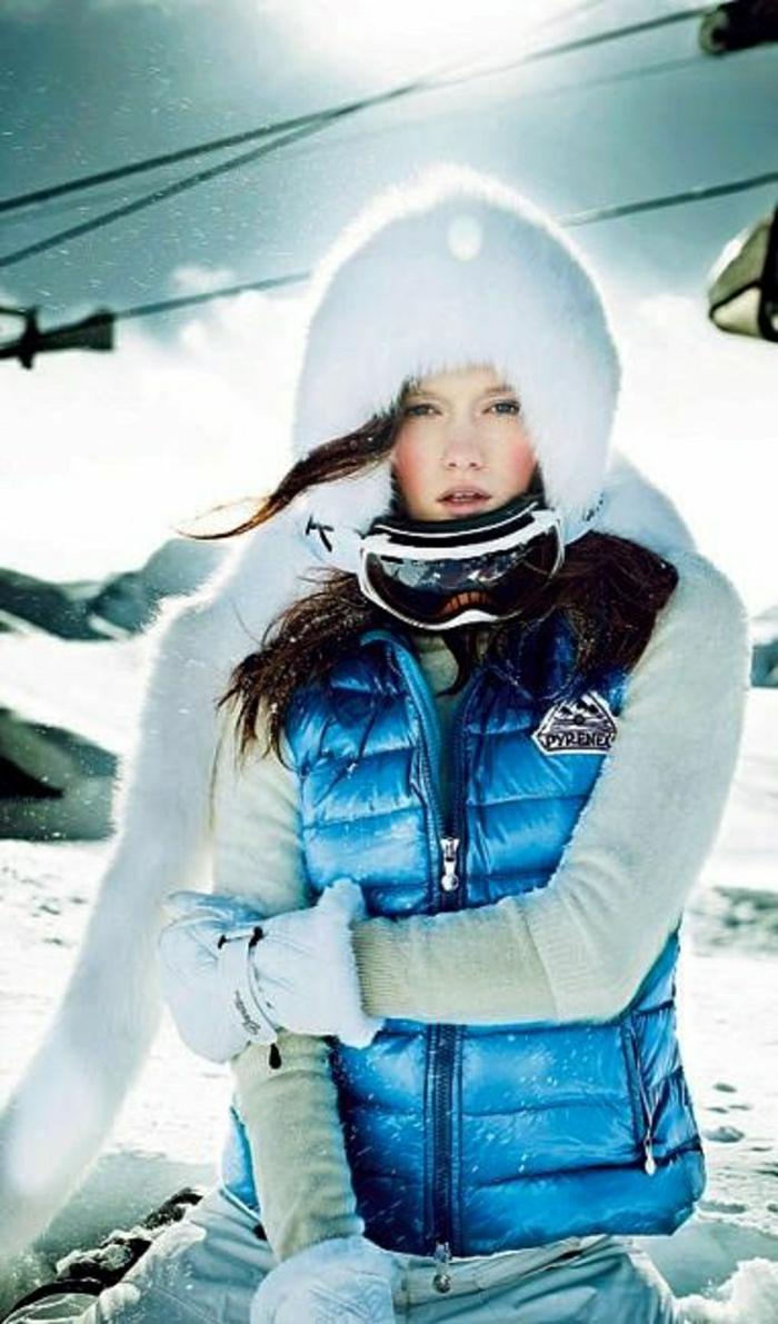 2-1-manteau-de-ski-femm-bleu-pour-avoir-chaud-sur-la-piste-de-neige