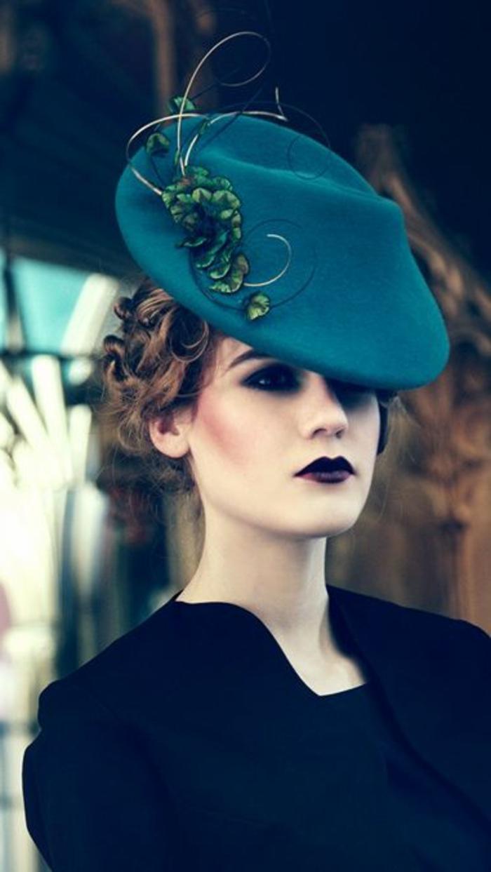 2-beret-femme-pascher-levres-noirs-peau-pale-yeux-noirs-cheveux-blonds-mode