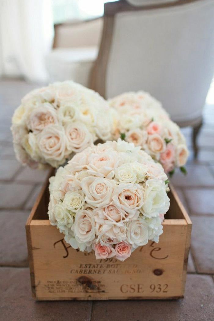 2-bouquet-de-mariée-rond-pour-le-jour-de-votre-mariage-beaucoup-de-fleurs-blancs