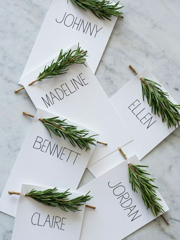 2-branche-de-sapin-decoration-de-noel-interieur-moderne-invitation-pour-la-table-de-noel
