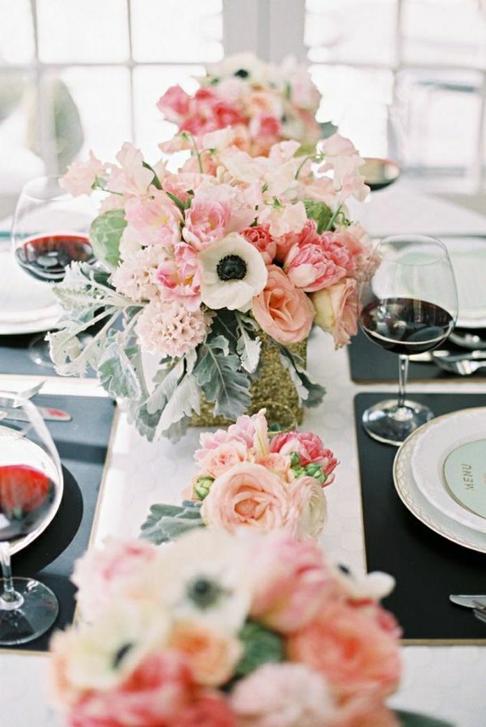 2-comment-bien-decorer-la-table-un-joli-bouquet-de-fleurs-sur-la-table-fleurs-roses