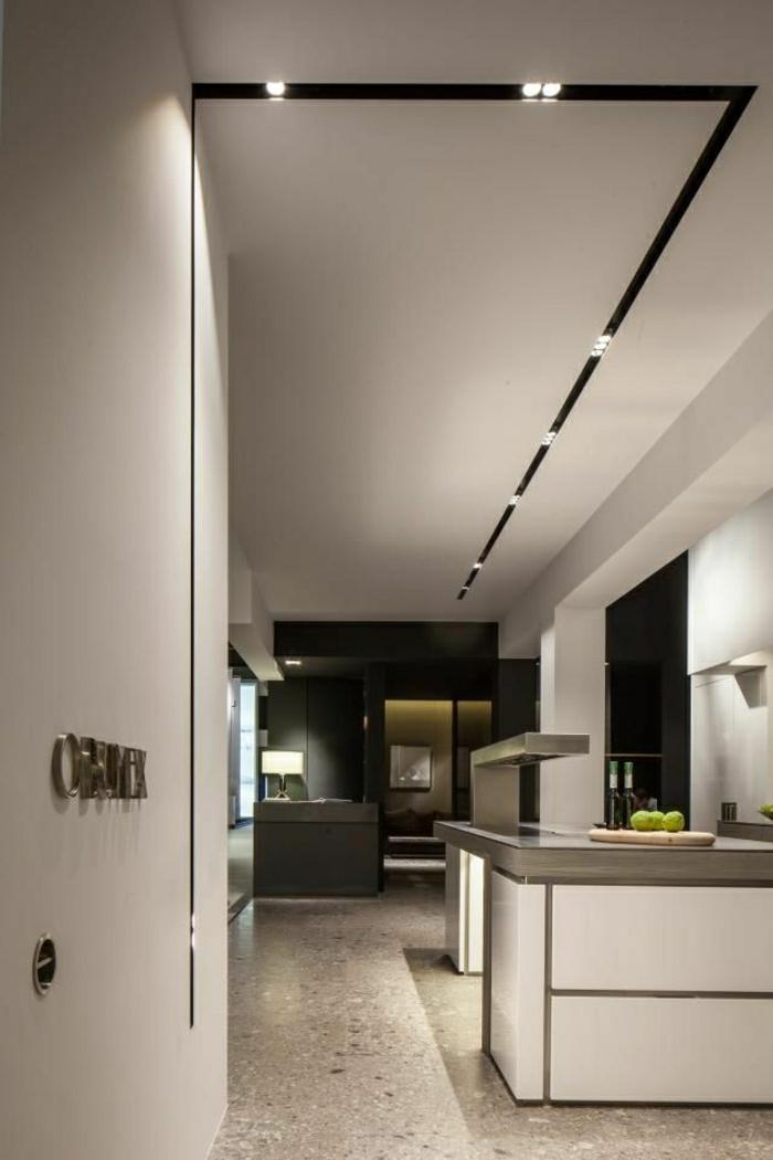 2-eclairage-indirect-salon-avec-meubles-blancs-laqués-sol-en-mosaique-dans-la-cuisine