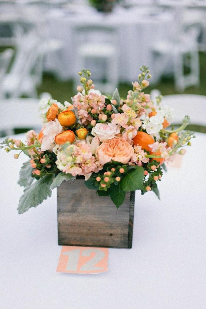 2-enorme-bouquet-de-fleurs-sur-la-table-de-mariage-joli-bouquet-de-fleurs-gros-bouquet-de-fleurs-sur-la-table