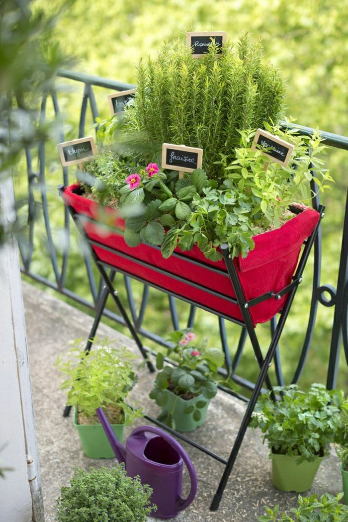 2-fleurir-son-balcon-avec-fleurs-de-balcon-verts-pour-le-balcon-moderne-avec-beaucoup-de-fleurs