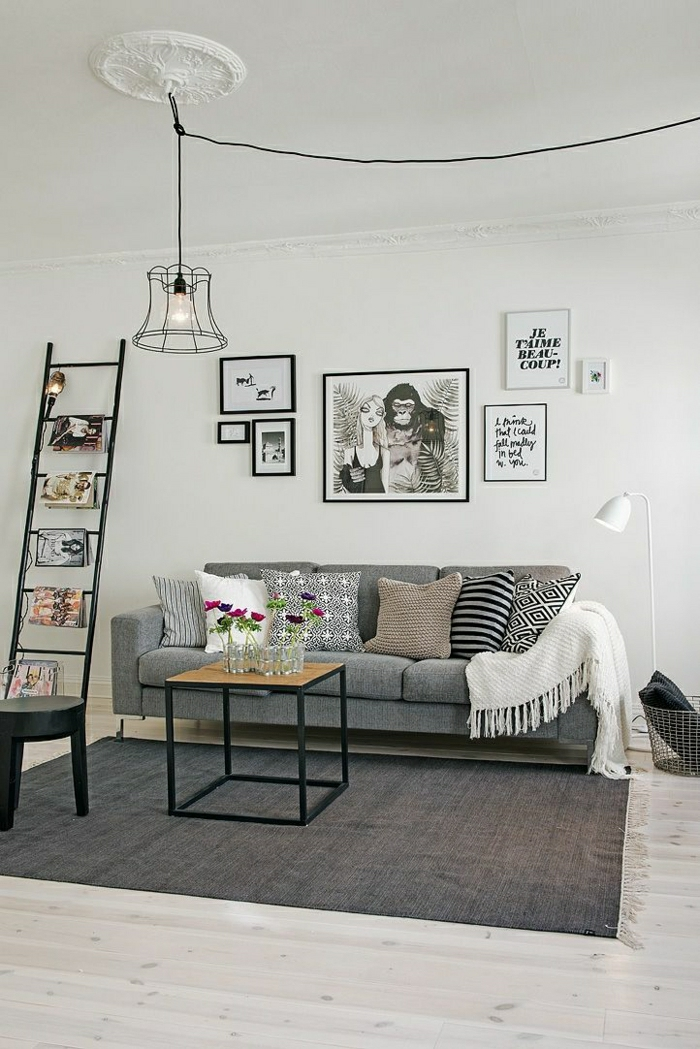 2-grande-lampe-de-salon-en-fer-forgé-susendu-dans-le-salon-moderne-avec-meubles-gris
