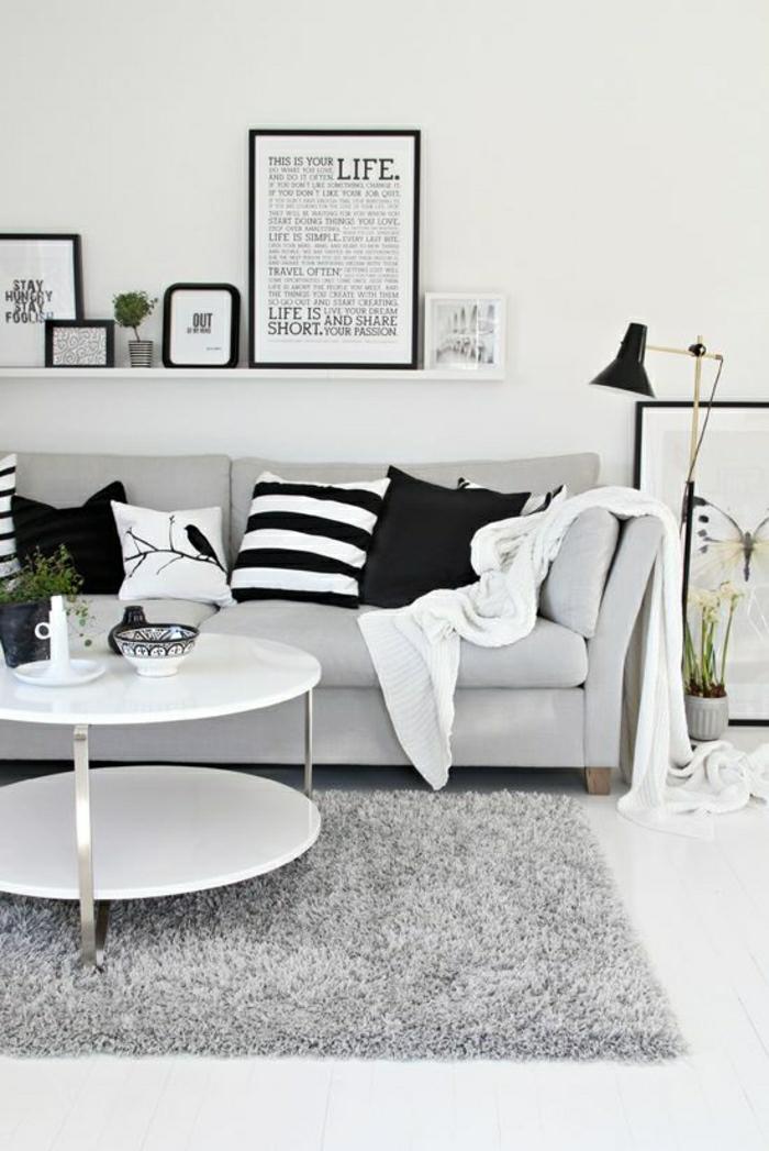 2-jeté-de-canapé-pas-cher-gris-et-tapis-de-salon-gris-avec-petite-table-basse-ronde