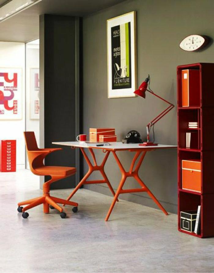 2-joli-bureau-orange-avec-lampe-orange-et-murs-gris-sol-en-lino-gris-meubles-rouges