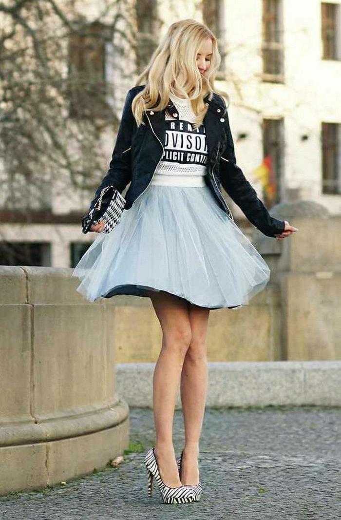 2-jupe-parapluie-pour-les-filles-blondes-modernes-talons-hauts-pour-les-filles-modernes