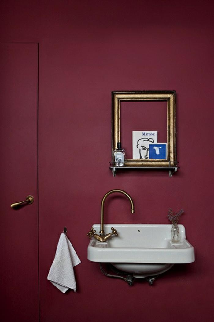 La couleur bordeaux un accent dans l int rieur contemporain - Salle de bain bordeaux ...