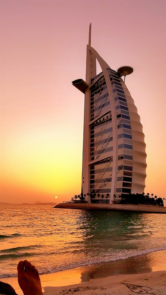2-les-plus-hauts-grattes-ciel-du-monde-burj-al-arab-dubai-au-bord-de-la-mer-gratte-ciels-hauts