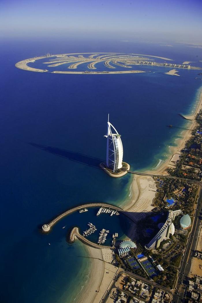 2-les-plus-hauts-grattes-ciel-du-monde-burj-al-arab-dubai-un-magnifique-batiment-dans-la-mer