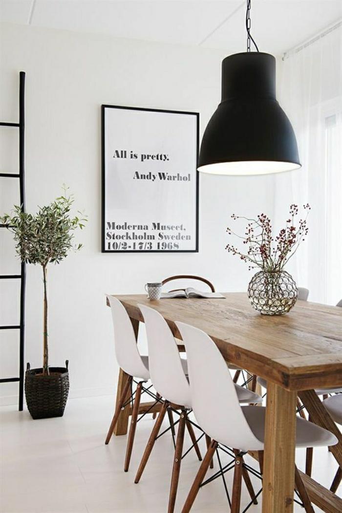 2-salle-à-manger-contemporaine-avec-chaises-banches-en-plastique-blanche-pour-la-salle-de-séоур