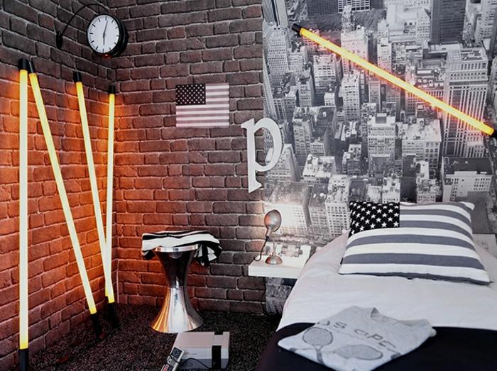 2-tabouret-tamtam-dans-la-chambre-ado-garcon-avec-mur-de-briques-gris-tapis-gris-noir