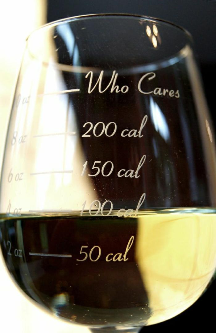 2-verres-a-vin-design-original-comment-decorer-les-verres-a-vin-une-jolie-idee-decoration