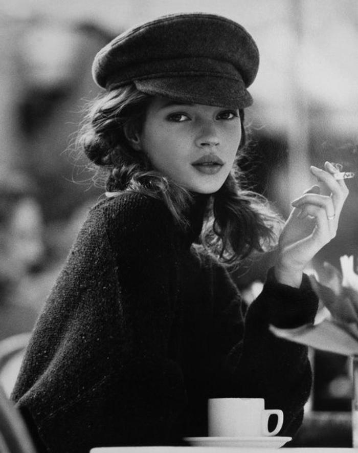 3-béret-casquette-noir-pendant-les-années-joli-chapeau-femme-noir-levres-rouges