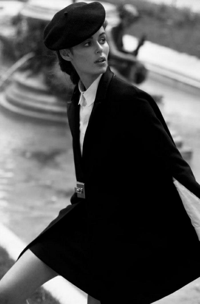 3-béret-femme-noir-manteau-noir-pour-les-filles-retro-chic-chemise-blanche-chapeau-noir