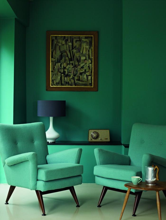 44-salon-avec-murs-verts-dans-le-salon-moderne-avec-meubles-verts-et-canapes-verts