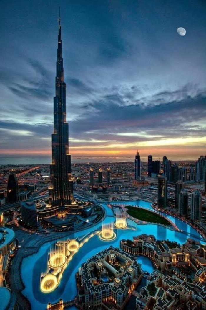 5-burj-khalifa-dubai-les-plus-hauts-batiments-du-monde-a-dubai-batiments-hauts-dans-les-nuages-jolie-vue