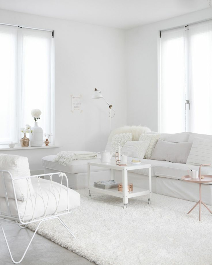 55-couleur-chaude-et-froide-pour-faire-un-joli-interieur-moderne-avec-meubles-blancs-et-tapis-blanc