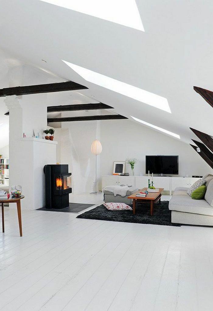 55-joli-salon-sous-pente-avec-sol-en-planchersblancs-et-tapis-noir-pour-le-salon-blanc