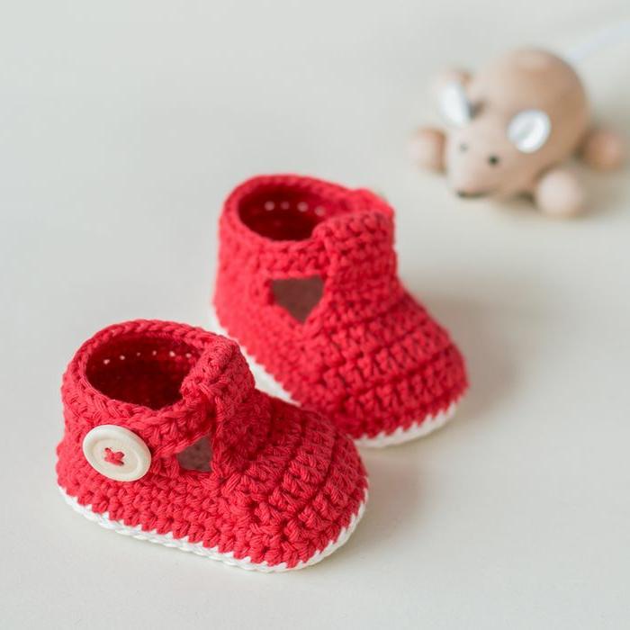 Chaussures-pour-chez-soi-pantoufles-crouchet-enfants-baskets-rouges