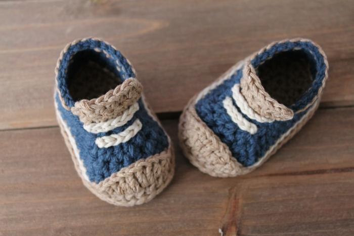 Chaussures-pour-chez-soi-pantoufles-enfants-baskets-en-crochet
