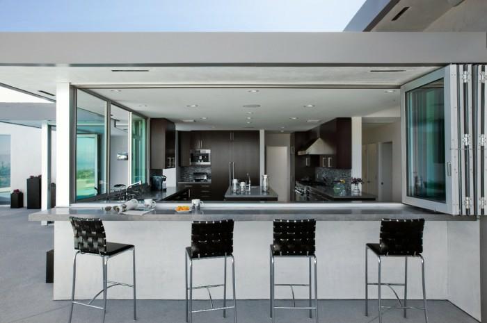 Galandage-salle-de-séjour-vaste-moderne-belle-maison-bar-chaise-haute