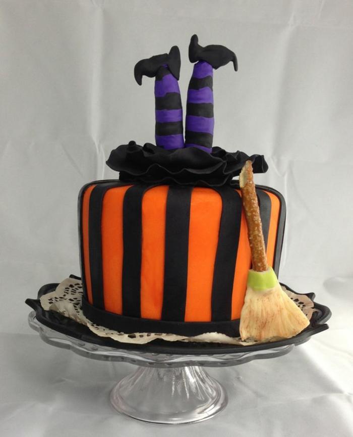 Idées-déco-citrouille-Halloween-décoration-gâteau-orange-magicienne