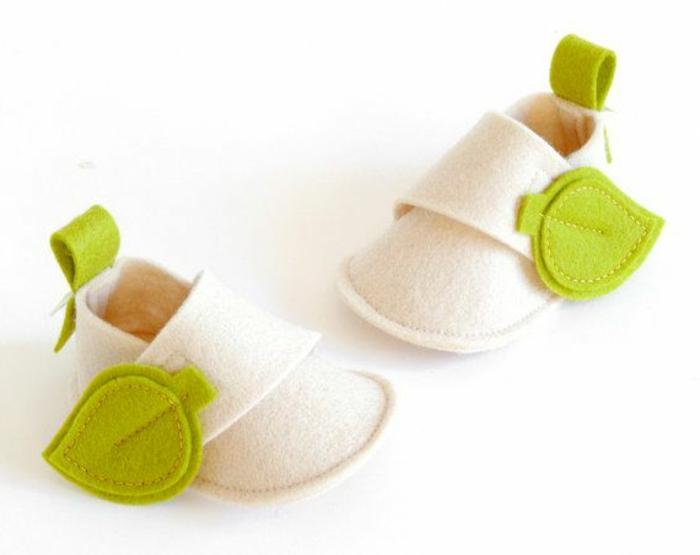 Jolies-pantoufles-enfant-chaussures-maison-pantoufle-enfant-vert-et-blanc