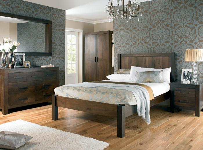 Salle-de-séjour-papier-peint-design-contemporain-lit-en-bois-massif