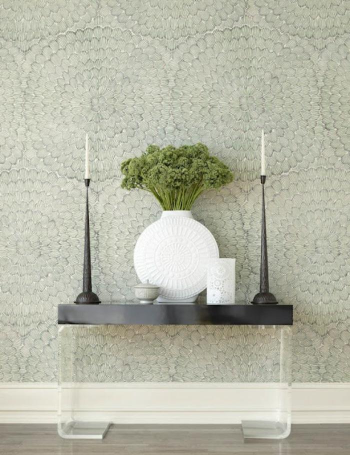 Salon-bien-aménagé-papier-peint-design-idées-déco-vase-vintage