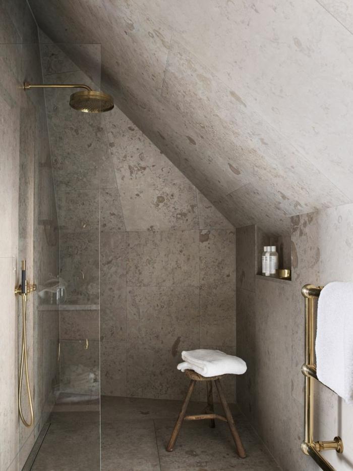 amenager-petite-salle-de-bain-avec-murs-gris-avec-carrelages-gris-dans-la-salle-moderne