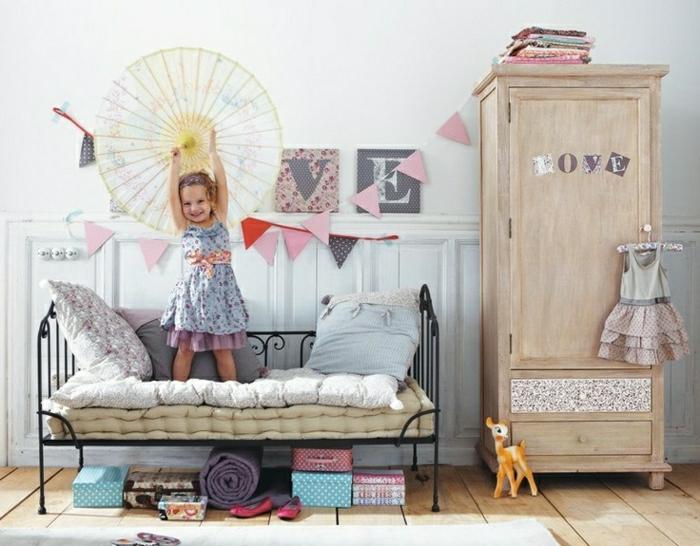 armoire-enfant-pour-la-chambre-d-enfant-bebe-fille-lit-en-fer-forgé-sol-en-planchers