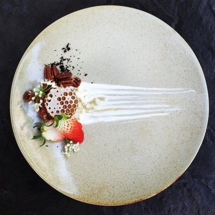assiette-gastronomique-arrangements-artistiques-sur-assiettes-gastronomiques