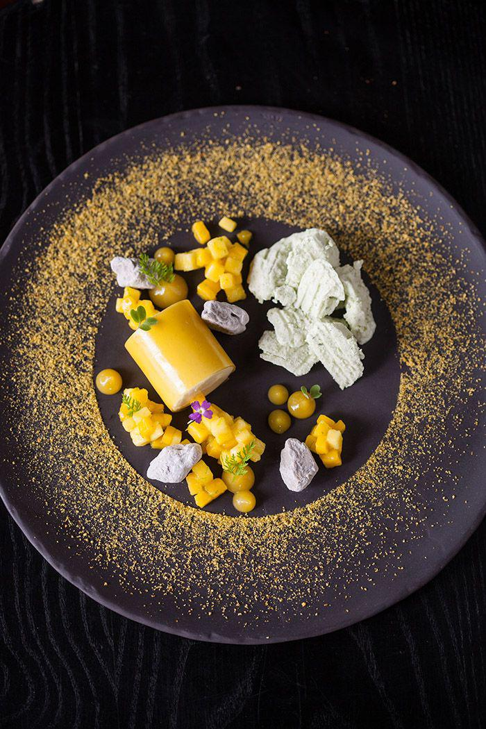 assiette-gastronomique-belle-présentation-sur-assiette-noire