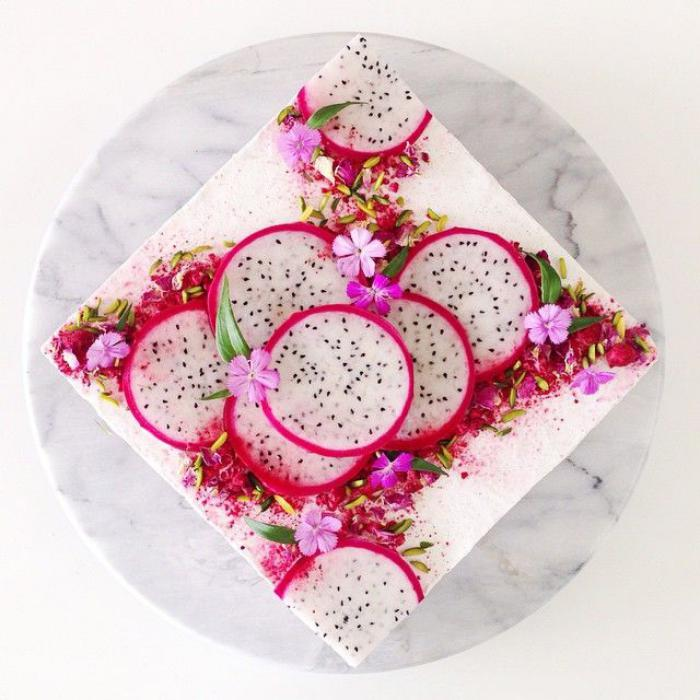 assiette-gastronomique-cheesecake-avec-jolie-décoration
